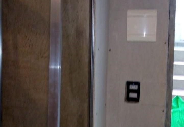 adequação das paredes com mofo na garagem e colocação de iluminação interna